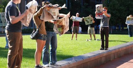 Students-reading-college-newspapersOp